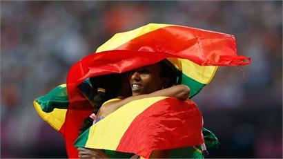 Meseret Defar celebrates with Tirunesh Dibaba